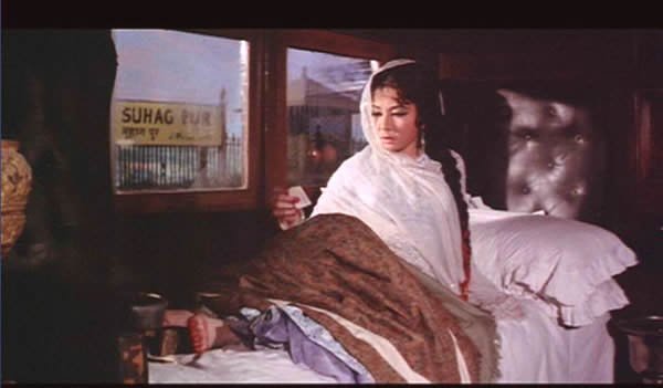 Pakeezah: Sahibjaan in the train